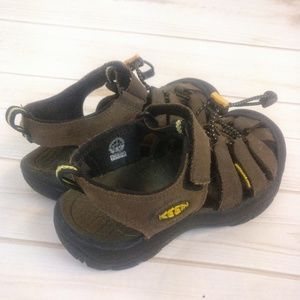 Keen Shoes - Kids Keen Waterproof Sandals/ Shoes Size 3